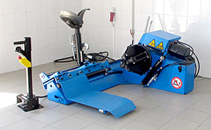 Монтажный станок для грузовых колес